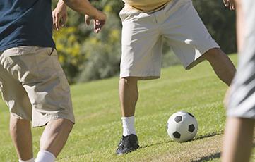 サッカーを楽しむ山崎さん