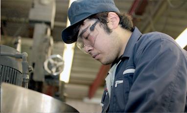 経験豊富なプロの職人が、精度の高い加工を行っております。